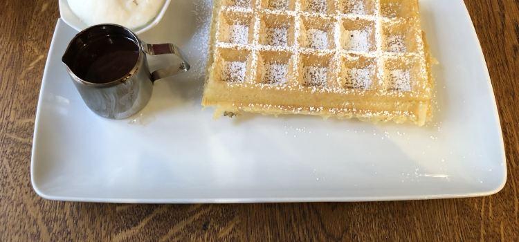 Maison Dandoy - Tea Room & Waffles1