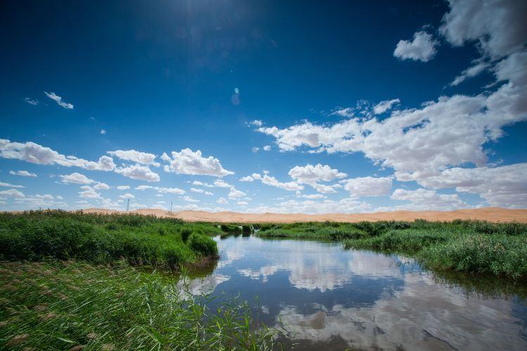 騰格里沙漠月亮湖2