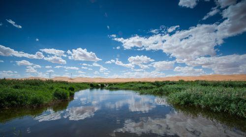 騰格里沙漠月亮湖