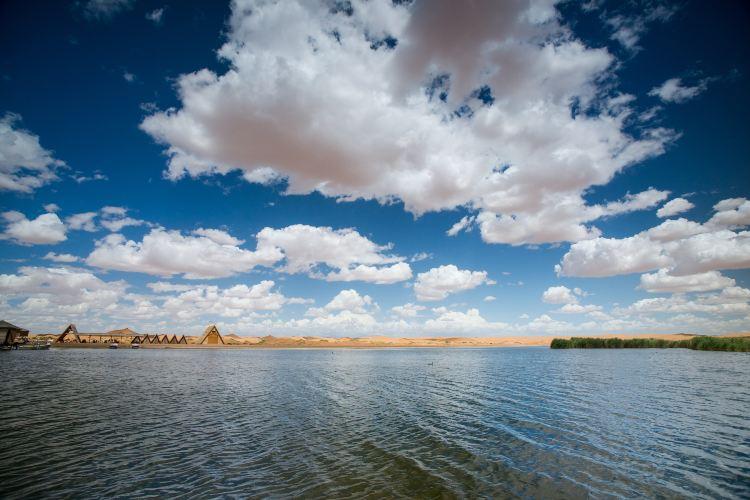 騰格里沙漠月亮湖3