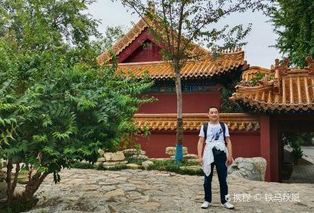 Yunlong Shan Gongyuan Dashiyan Temple