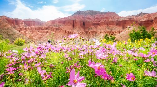Ashgang Colorful Peaks Scenic Area in Guide National Geological Park