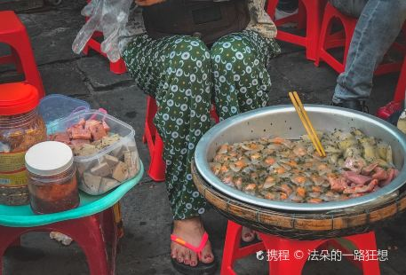 Tham quan Da Nẵng bằng xe may với nhan vien Ao Dai