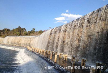 Lianghuda Waterfall