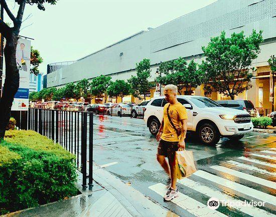 Bonifacio High Street2