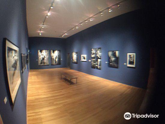 フォーム写真美術館1