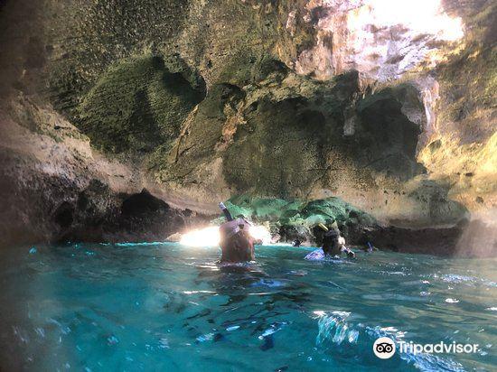 Thunderball Grotto4