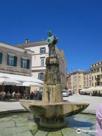 Fountain on Main Square3