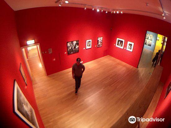 フォーム写真美術館