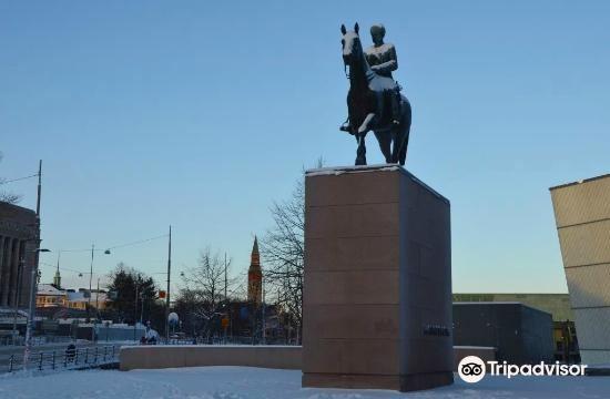 Mannerheim Statue4
