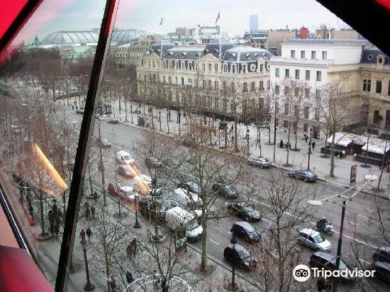 Citroen Champs-Elysees Showroom2