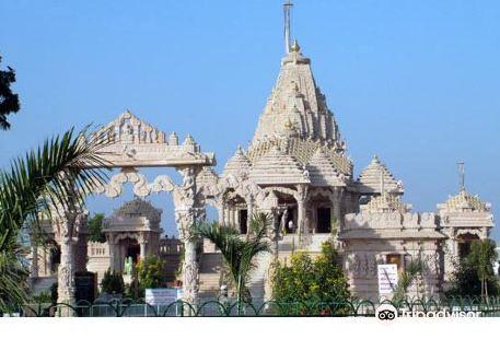 Shree Pavapuri Tirtvh Jiv Metri Dham Temple