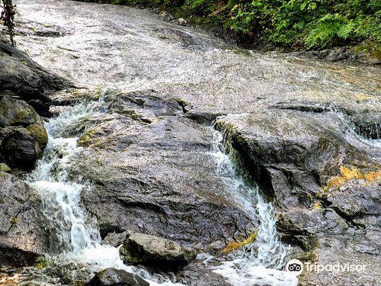카무이왓카 온천 폭포
