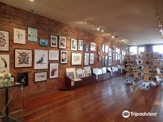 Hill's Native Art Gallery4