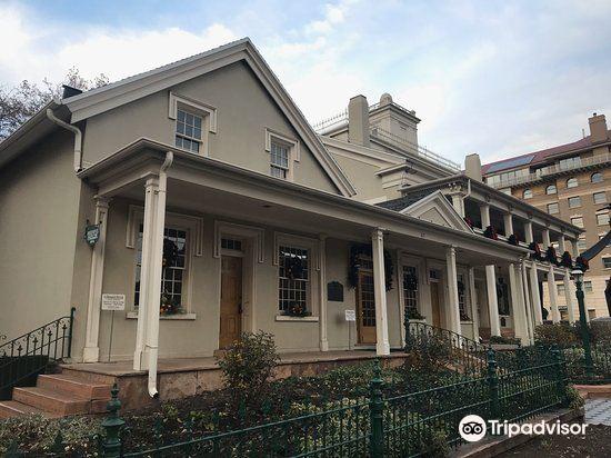 Lion House4