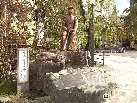 Shiki Masaoka Statue2