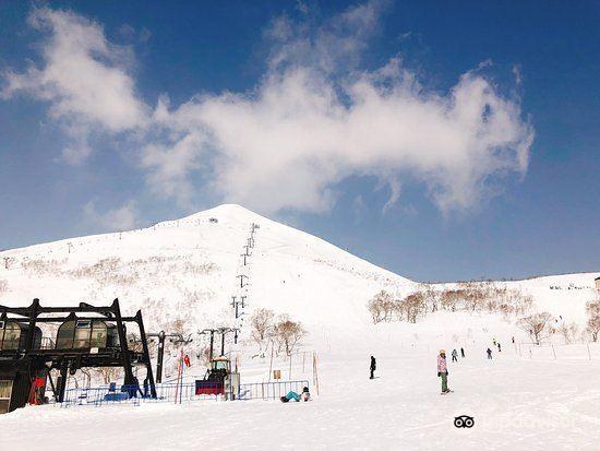 Niseko Village Ski Resort2