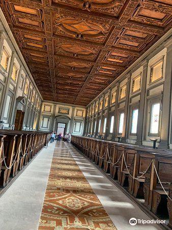 麥迪奇羅倫佐圖書館