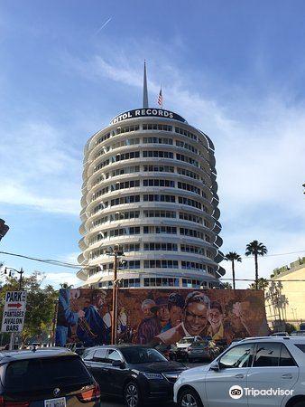 Capitol Records Building2