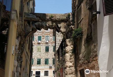 Old Gateway (Roman Arch)
