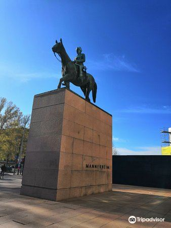 Mannerheim Statue1