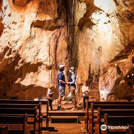 Capricorn Caves2