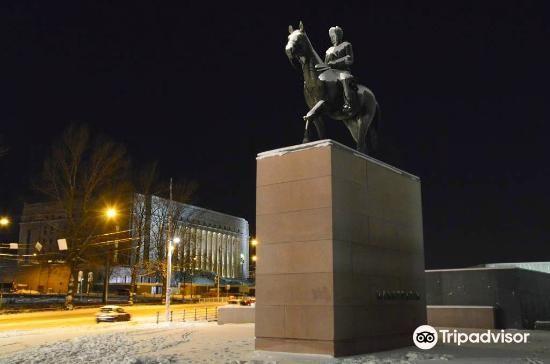 Mannerheim Statue2