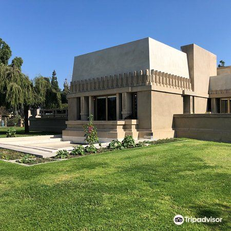 Hollyhock House1