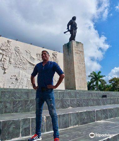 Che Guevara Mausoleum3