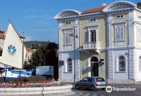 Vila na Trgu Republike - Izola