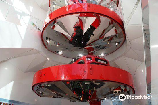 Citroen Champs-Elysees Showroom4