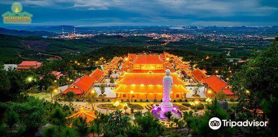 Ba Vang Pagoda2