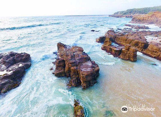 Caves Beach2