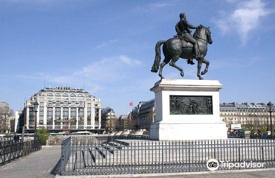 Statue équestre d'Henri IV1