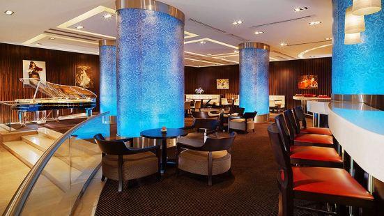 Piano Bar & Lobby