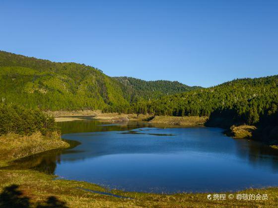 Emerld Peak Lake