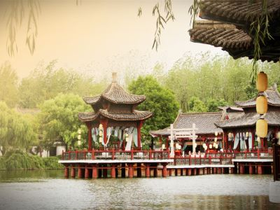 """""""Along the River During Qingming Festival"""" Scenic Area"""