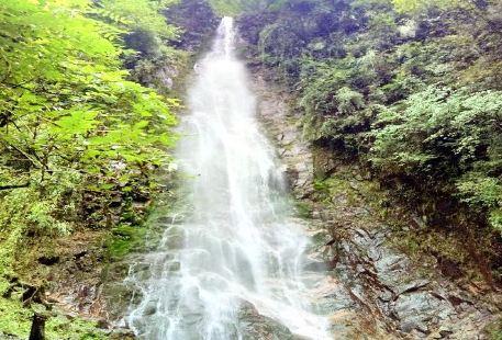 西嶺雪山大飛水風景區