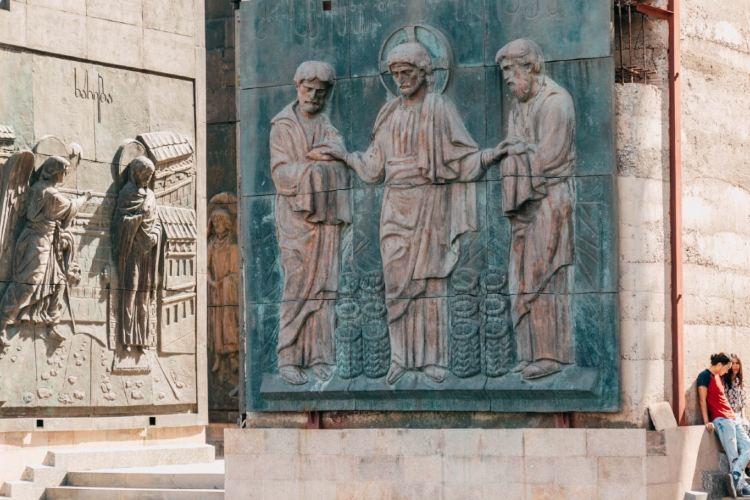 喬治亞紀事紀念碑2