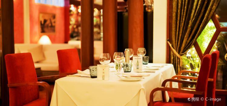Cafe des Amis1