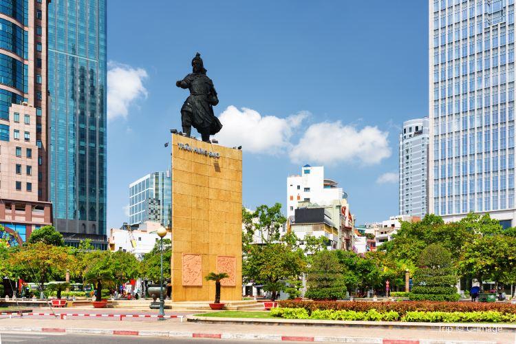 陳興道雕像1