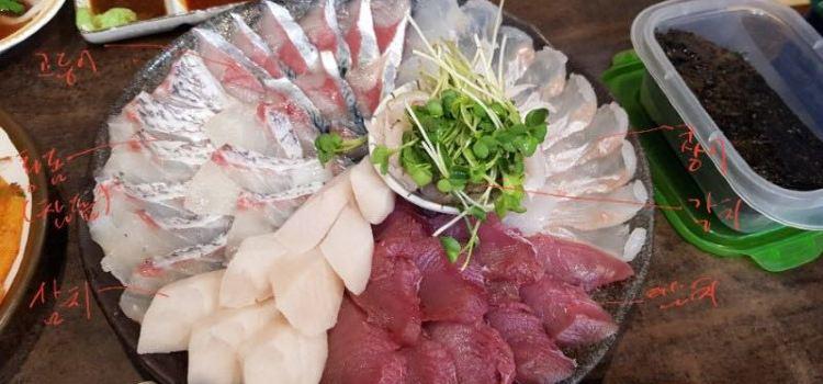 Maro Island Sashimi Shop1