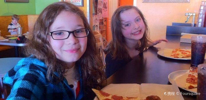 Vic's Pizzeria3