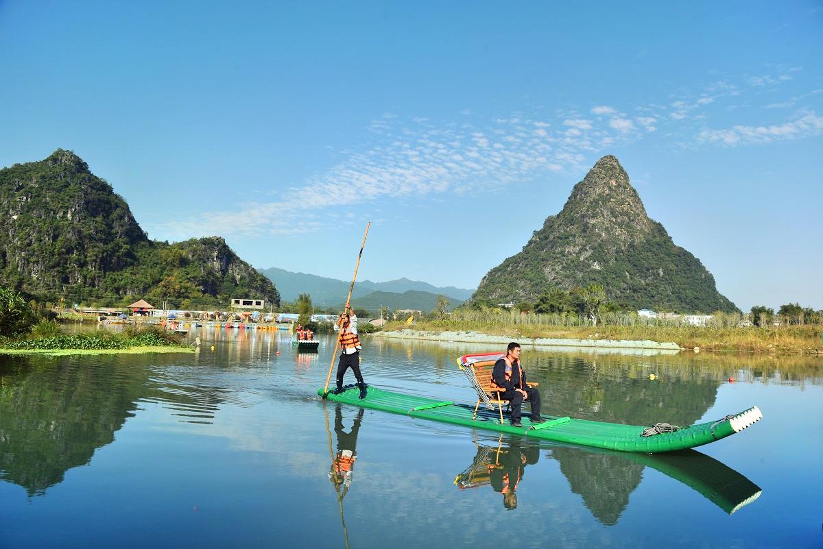 Huangyao Yaojiang Bamboo Raft Drifting