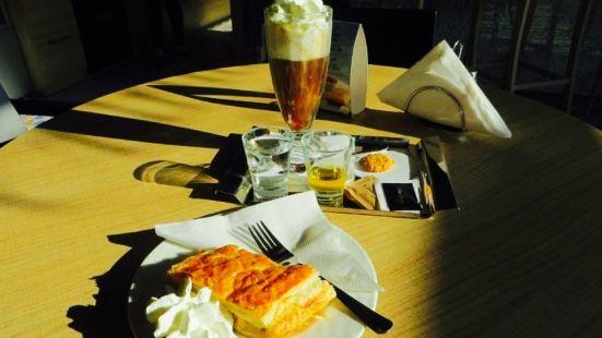 Adrinela Cafe