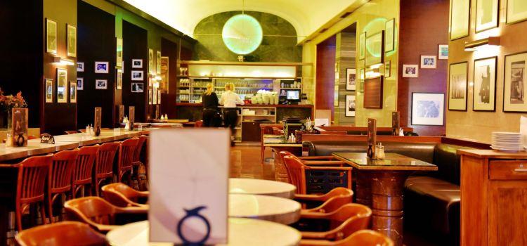 Cafe Slavia3