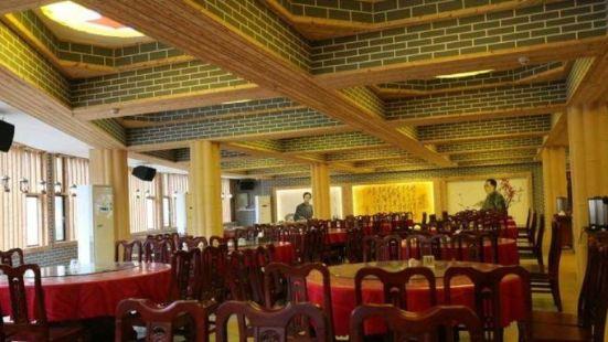 八角樓燈光紅色主題餐廳
