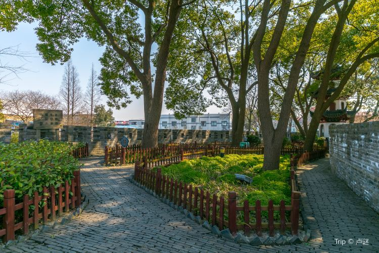 Chuansha Ancient City Wall Park1