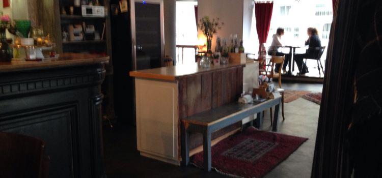 Moudi's Lecker Cafe1