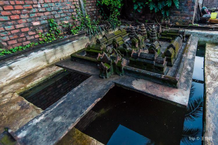 Miniature Replicas of Angkor's Temples2